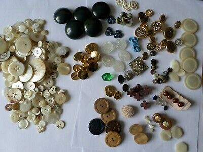 Job lot vintage buttons inc Approx. 200 vintage mother of pearl buttons