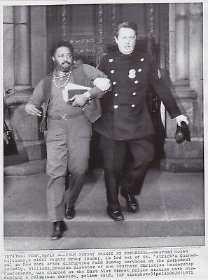 HOSEA WILLIAMS Removed by POLICEMAN New York Civil Rights * VINTAGE 1971 photo