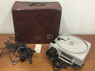 KODAK - Model: AF-2 - Ektagraphic Slide Projector w/Carry Case