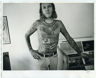 1972 ORIG 8X10 PHOTO FATHER OF MODERN TATTOO LYLE TUTTLE by ROBIN RYAN (signed)