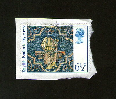 POSTAGE STAMP : ERII 1976 - ENGLISH EMBROIDERY c. 1272 - SIX AND HALF PENCE