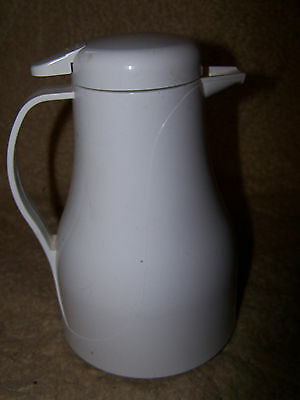 Rubbermaid White 1 liter Thermal Coffee/Tea/Water Server Carafe Pitcher