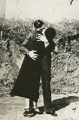Bonnie and Clyde Kiss Kissing American Gangsters Poster Art 12x18 20x30 24x36