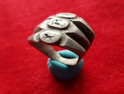 TRIPLE RING - ZOOMORPHIC ENGRAVINGS - Ancient roman silver signet ring . 50 ad.
