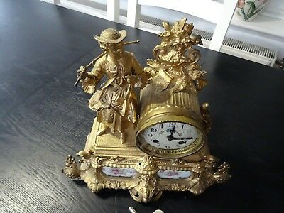 Antique French Spelter    Mantle Clock (559)