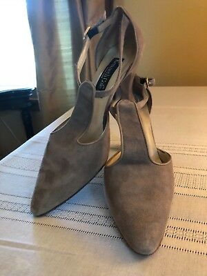0a1d26409 Vintage Kenneth Cole women s shoes sz 8.5 taupe suede T-strap 1980s