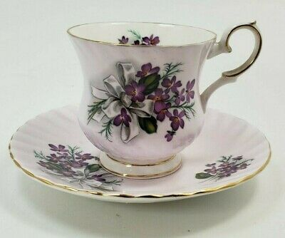 Vintage Elizabethan Fine Bone China Cup and Saucer w/ Gold Trim Made in England