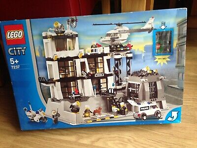 LEGO CITY 7237 Police Station 100% Complete with