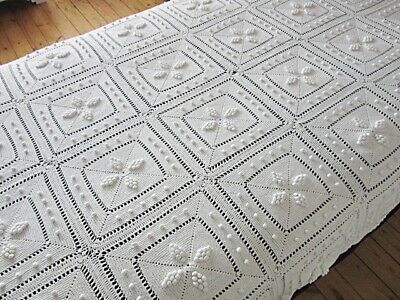 VINTAGE FRENCH WHITE CROCHET BEDSPREAD COVERLET THROW - TEXTURED STARS 56 x 82""