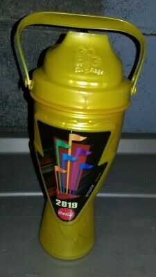 Six Flags 2019 Gold Season Refillable Drink Cup Bottle NEW $25.00 Non Negotiable
