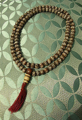 Unusual Mala from Bodhibaum-Holz from Nepal with Mantra: Om Mane Padme Hum