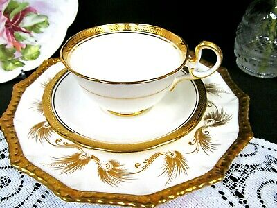 AYNSLEY tea cup and saucer trio 24kt gold pattern teacup scalloped edge gadroon