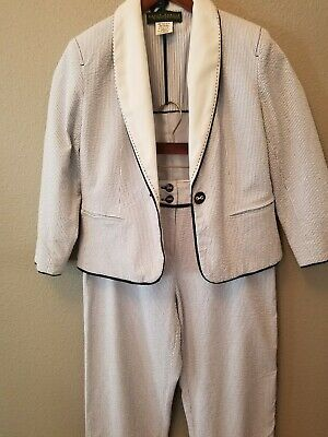 Harve Bernard Women 2 pc blue white Seersucker Pant Suit Size 8/10