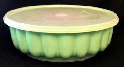 Vintage 2 piece Tupperware Jello / Salad Mold Container With Lid.Mint Green.