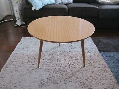 Wonderful Vintage Very Retro Small Round Coffee Occasional Side Lamp Table