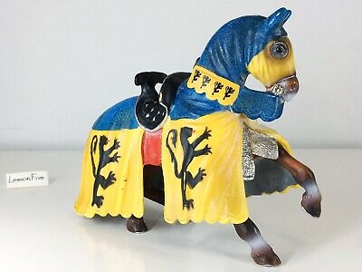 SCHLEICH - KNIGHT MEDIEVAL JOUST TOURNAMENT HORSE - Yellow and Blue Cape 2003 #2
