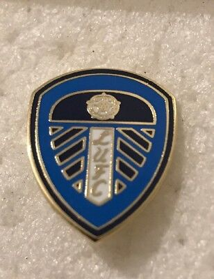 Leeds United Supporter Enamel Badge Smart Blue Crest Design (1)