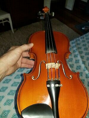 Violin  new condition bow needs restrung or replaced with hard case