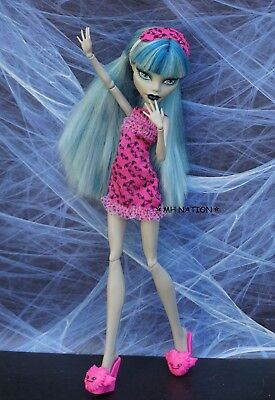 Monster High Draculaura's DEAD TIRED Pajamas and Accessories
