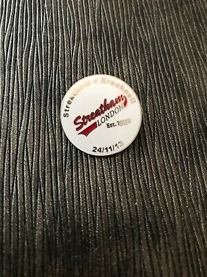 Rare STREATHAM REDSKINS vs BRACKNELL ICE HOCKEY PIN BADGE 2013