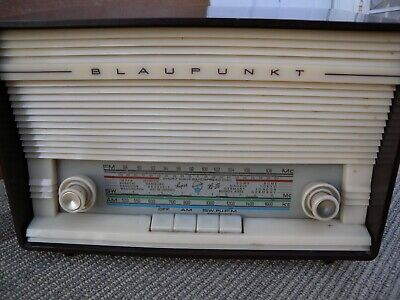 Blaupunkt tube AM/FM/SW Radio bakelite case great worked condition w/tested good