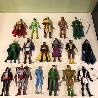 Huge Lot Of 17 DC Universe Classics Figures!