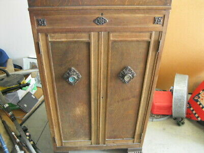 Antique victrola phonograph VV 8-9 record player