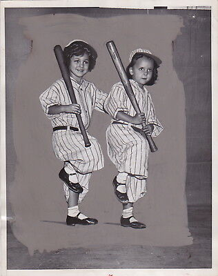 NY GIANTS WORLD SERIES Daughters of BASEBALL Greats * Iconic VINTAGE 1934 photo