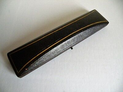 AN ANTIQUE EARLY 19th CENTURY OBLONG  LEATHER BRACELET BOX