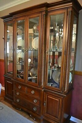 Moving Stanley Furniture Dining Hutch In Mint Condition
