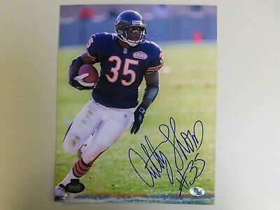 ANTHONY THOMAS CHICAGO BEARS AUTO SIGNED 8x10 PHOTO stacks of plaques