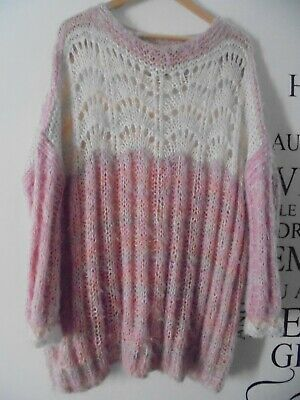 Vintage 80's long sleeved jumper  pink and white. .Size L