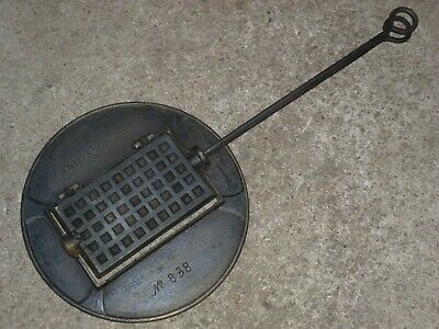 Nestor Martin Huy / CVH altes Guss Waffeleisen m. Ofenring old cast waffle iron