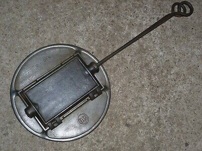 DC 480-2 / No.= 13 altes Guss Waffeleisen m. Ofenring old cast iron waffle iron