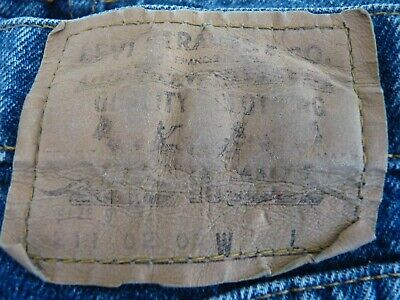 Preowned Levi Jeans  211  - Size 9 - Zip Fly -    Denim