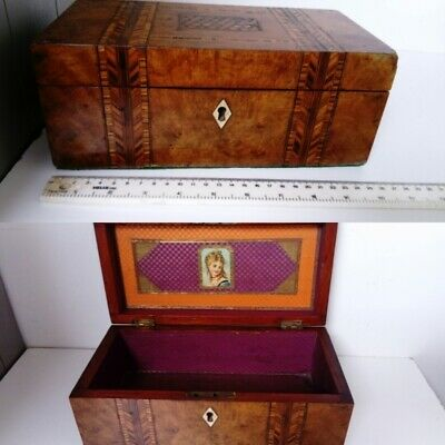 ANTIQUE TUNBRIDGE WARE BOX Inlaid decoration and lined 19th c