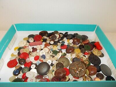 Vintage Assortment of Grandma's Buttons 250+, Crafts, Sewing