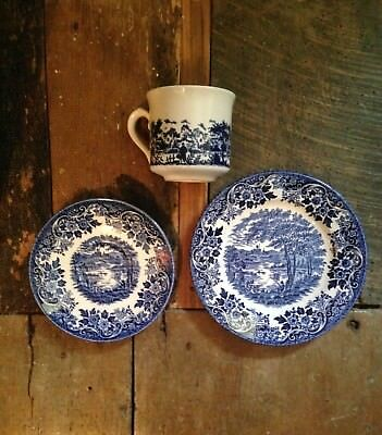 Vintage shabby chic look set cup saucer plate English countryside blue white