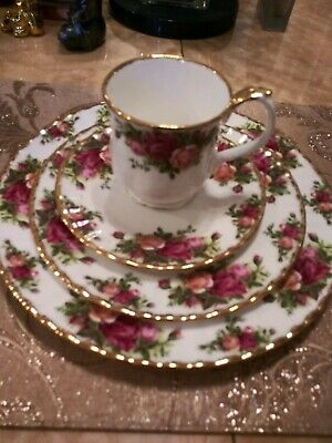 Vintage Royal Albert Old Country Roses 5 Piece Place Setting England 1962