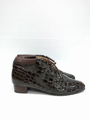 Size 9 or 10 Vintage Ladies brown Alligator print laceup leather ankle boots