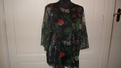 Flowered top in a size 20,excellent condition, lovely item.