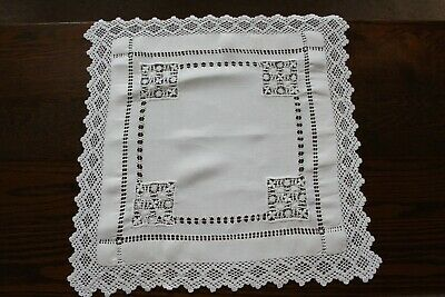 """VINTAGE WHITE LINEN HAND EMBROIDERED CLOTH/CROCHET EDGING SIZE 20"""" SQUARE (50cms"""