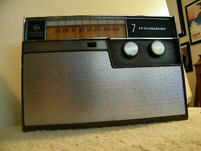 Rare GE General Electric P-955A 7 Transistor AM Lunch Box Radio Working