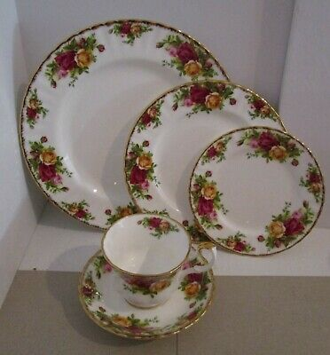 25 Pieces-Royal Albert OLD COUNTRY ROSES-Service for 5 (5 Piece Place Settings)