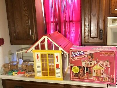Vtg 1970s Barbie Doll A Frame Dream House Cottage WICKER  Furniture Flowers Toy