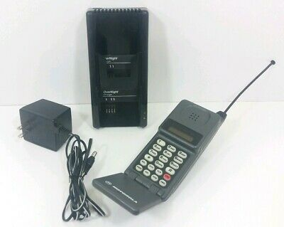 Vintage Motorola Flip Cell Phone GTE 34015WNRSA with charger, Powers on!