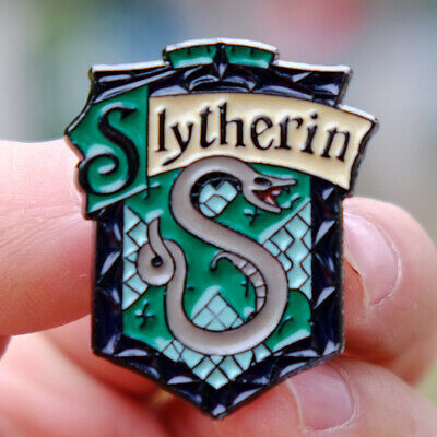 4cc288d21c8 OFFICIAL HARRY POTTER Metal Pin Badge Brand New Novelty HP Film Gift ...