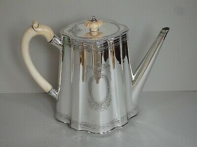 MAGNIFICENT VICTORIAN STERLING SILVER COFFEE POT - LONDON 1871 - 728g