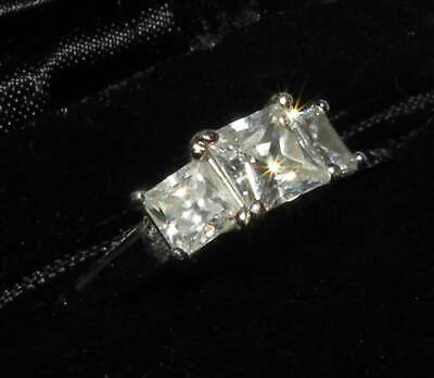 Exquisite Sterling Silver 925 Three Princess Cut Cubic Zirconia Ring Sz 7