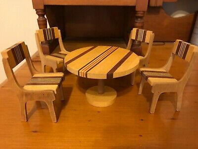 Old Dollhouse Furniture - 70s Table setting